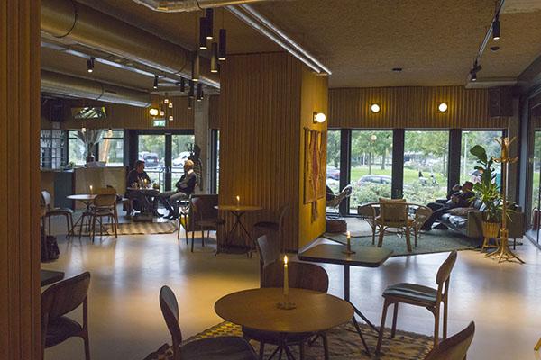 https://www.eikelenboom.nl/wp-content/uploads/2016/10/Hotel-V-interieur.jpg